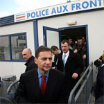 In Calais, Besson wants to make the border watertight to illegal immigrants