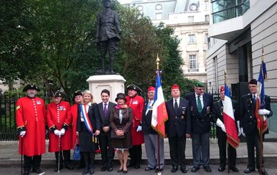 The Senators Olivier Cadic and Joëlle Garriaud-Maylam with Brigitte Williams and representatives of the French and British armies